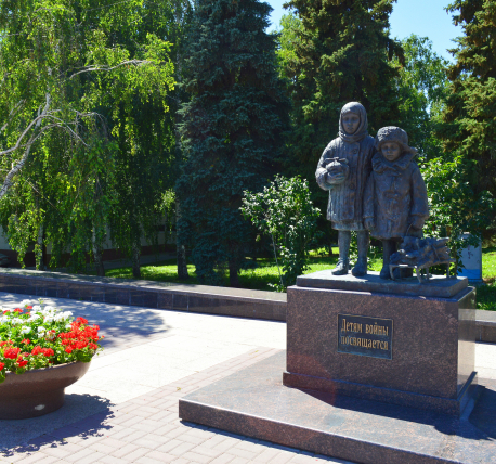 Памятник с ангелом Борзя Лампадка из лезниковского гранита Апатиты