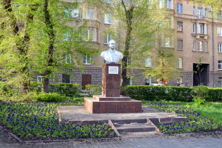 Мемориальный комплекс с крестом Уржум Мраморный крестик Марксистская