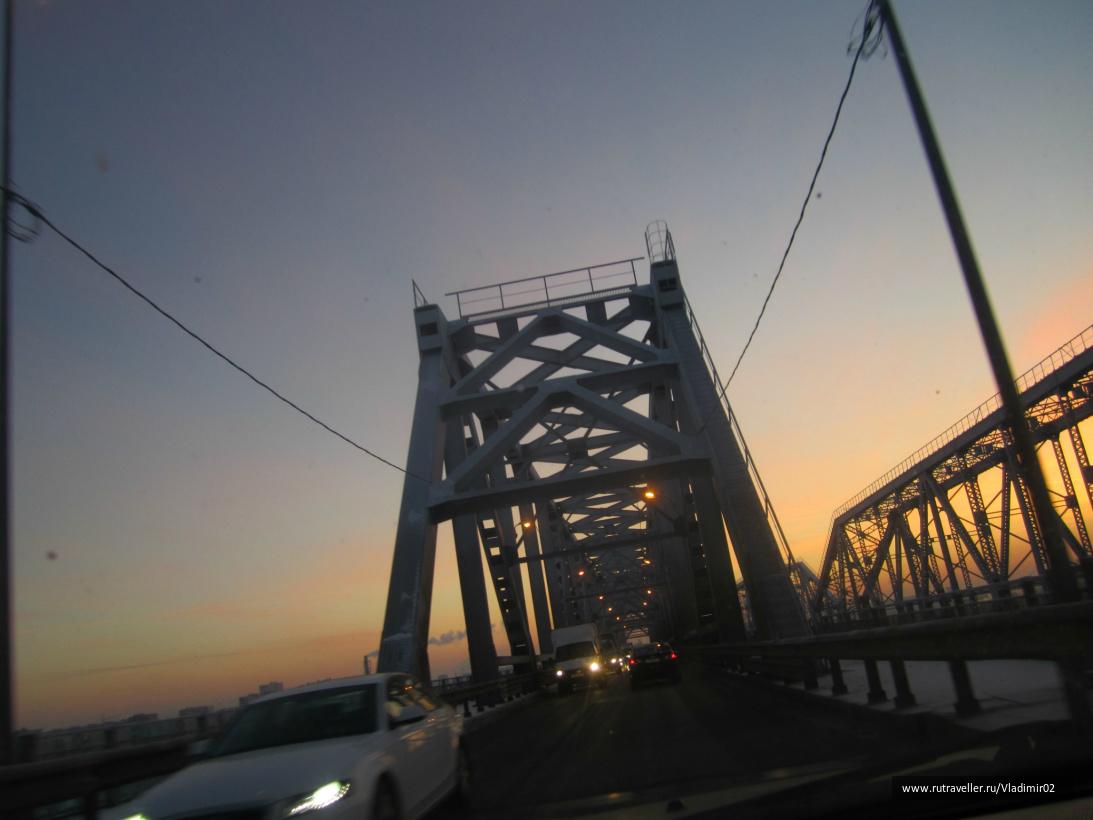 Мост через Волгу.Соединяет Н.Новгород и город Бор