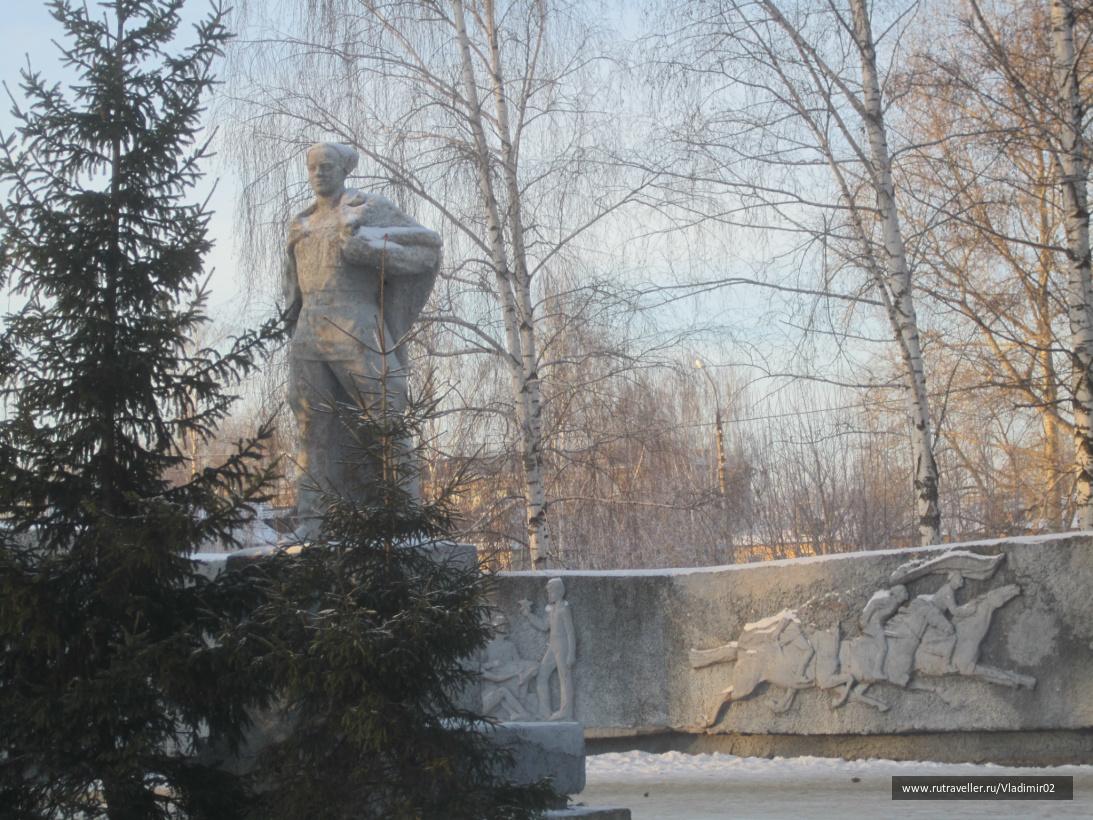 Бор  памятник Аркадию Гайдару